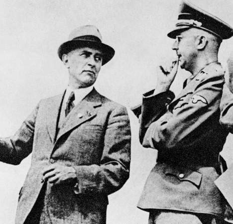 Heinrich Himmler, șeful SS și Max Faust, inginerul companiei company I. G. Farben